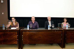 Mesa diretiva destacou a relação de Bernardo Élis com a história da Faculdade de Letras