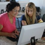 Na Assincat, idosos aprendem noções básicas de computação